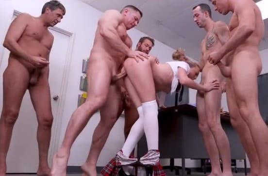 Порно групповое по очереди, сосут из сосков молоко видео